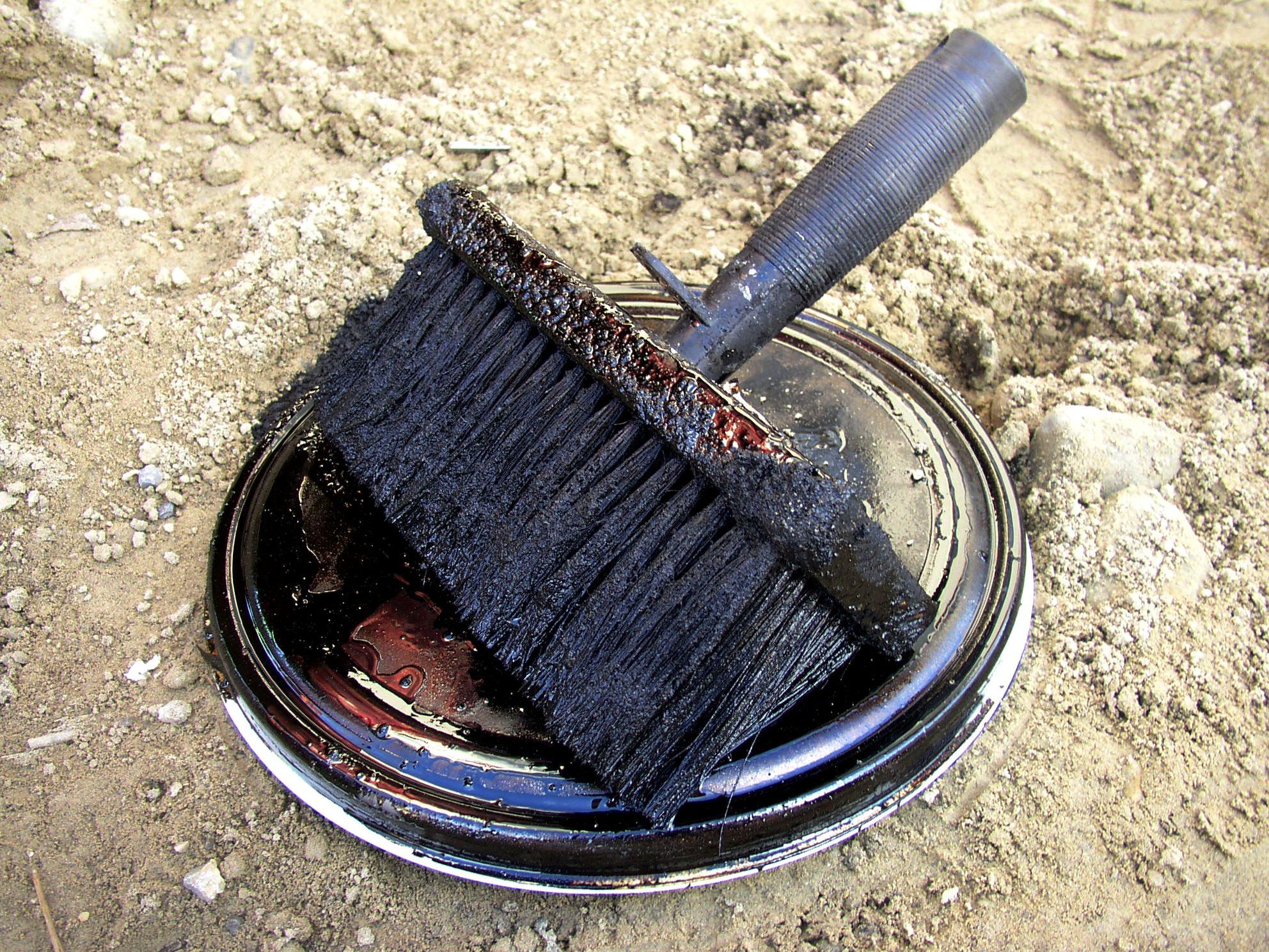 Farbe blättert und platzt beim streichen der wand oder decke ab ...