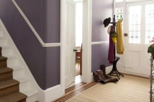 lila-Flur-gestalten-weiße-Akzente-Wandfarbe-auswählen-Ideen