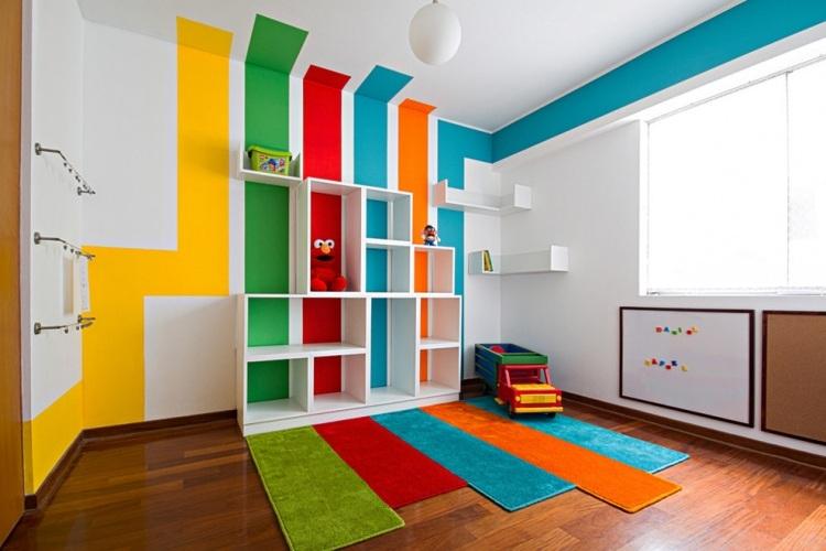 wand streichen ideen streifen spielzimmer kinder weisser hintergrund malerhandwerk. Black Bedroom Furniture Sets. Home Design Ideas