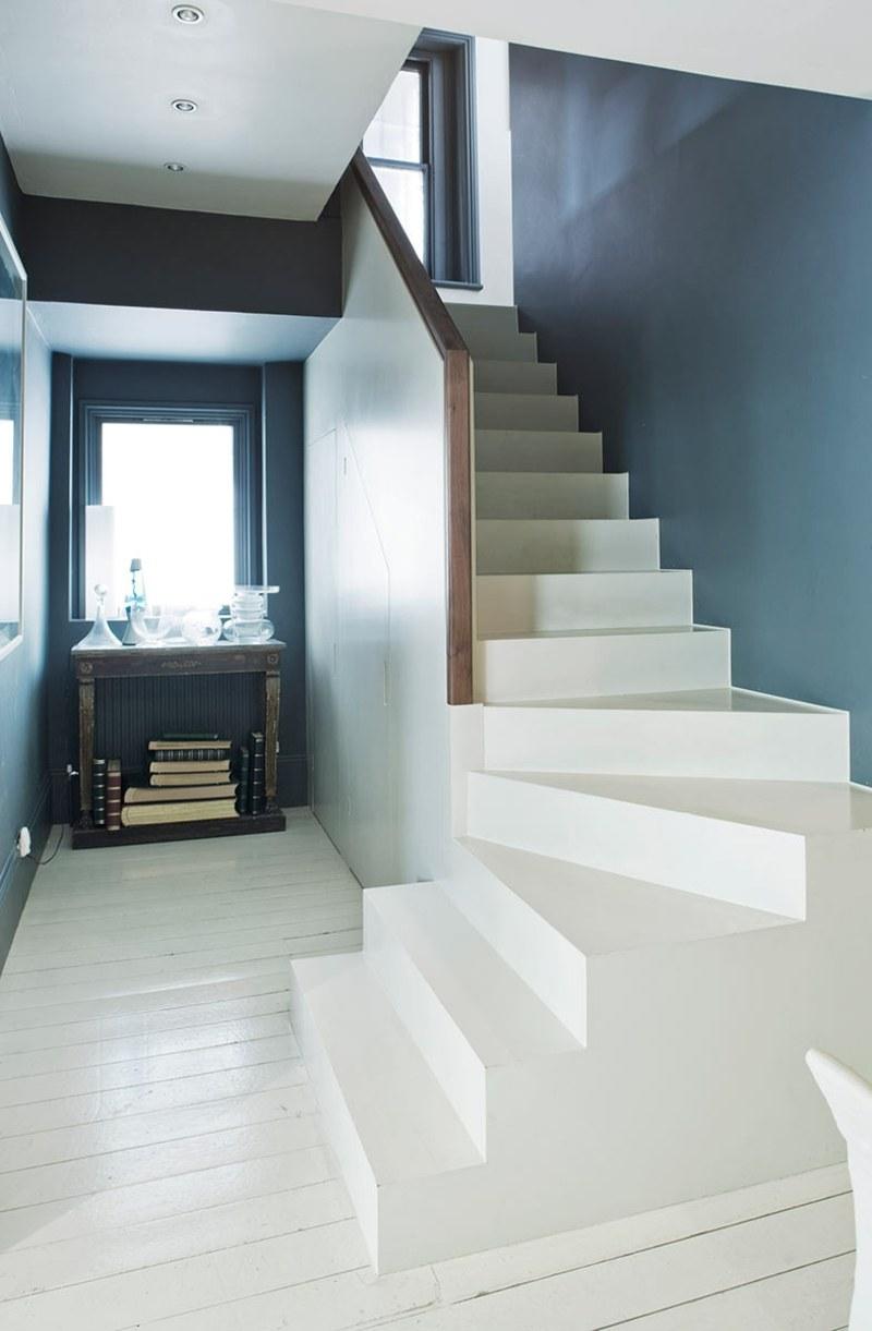 Wohnideen Fuer Flur Modern Shabby Blaugrau Dunkel Treppe Weiss Beistelltisch