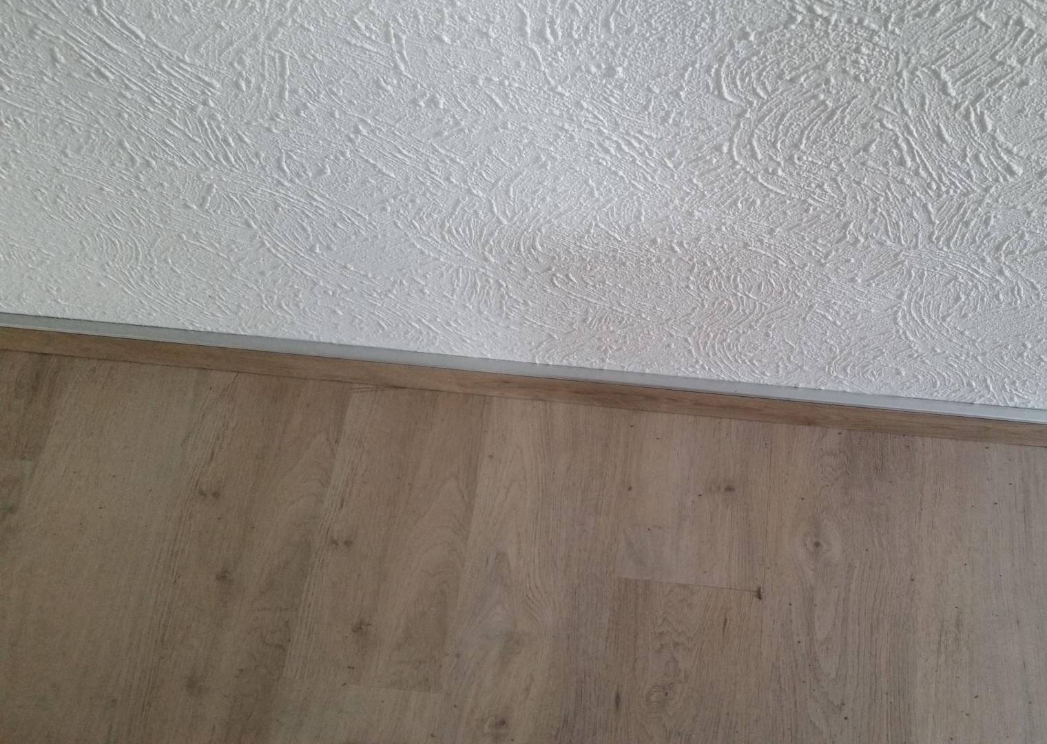 Fliesen Sockel verstecken, eine elegante Lösung. › Fußboden